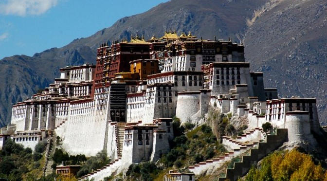 Lhasa tourism booms in 2013