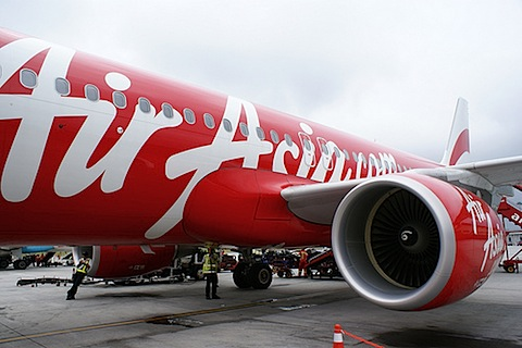 Indonesia resumes search for missing Air Asia plane
