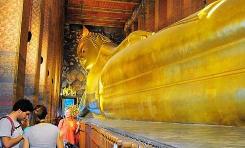 Wat Phos Buddha: Impressive religious statue