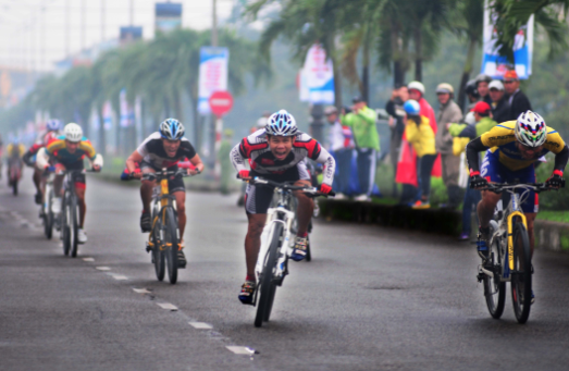 Vietnam: International Cycling Event in Huế