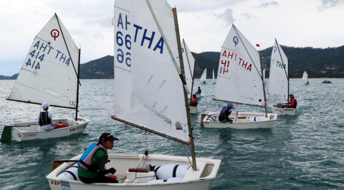Close racing between young Thai sailors