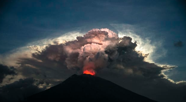 Bali: Flights canceled after Mount Agung erupts