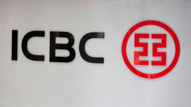 China's top banks warn of slow economy
