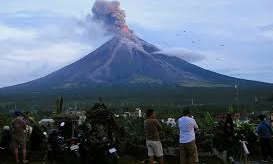 Errupting volcano shuts down Philippine capital